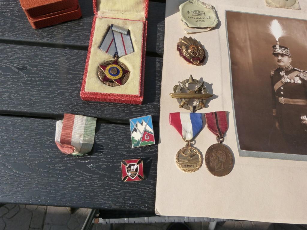 Optique Carl Zeiss, general roumain, et divers medailles P1070918