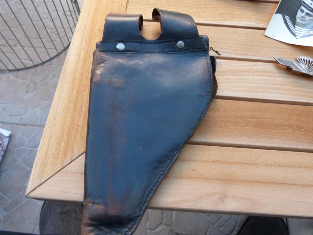 Holster/etui cuir pistolet à identifier  numero 2 P1070958