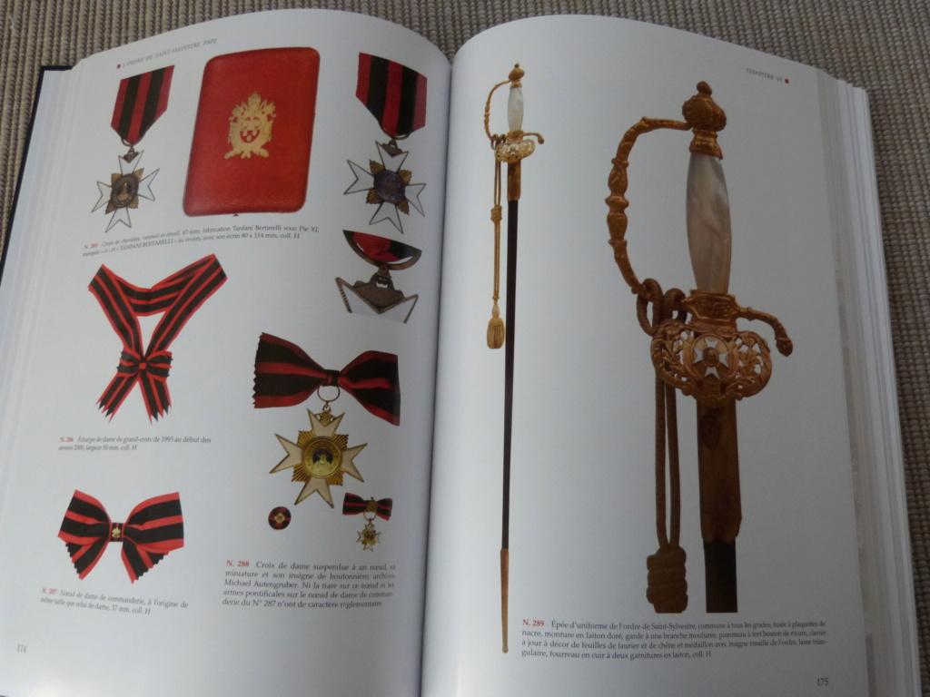 Mon cadeau Noel de la super doc sur les decos du Vatican P1080238
