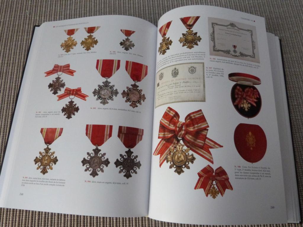 Mon cadeau Noel de la super doc sur les decos du Vatican P1080239