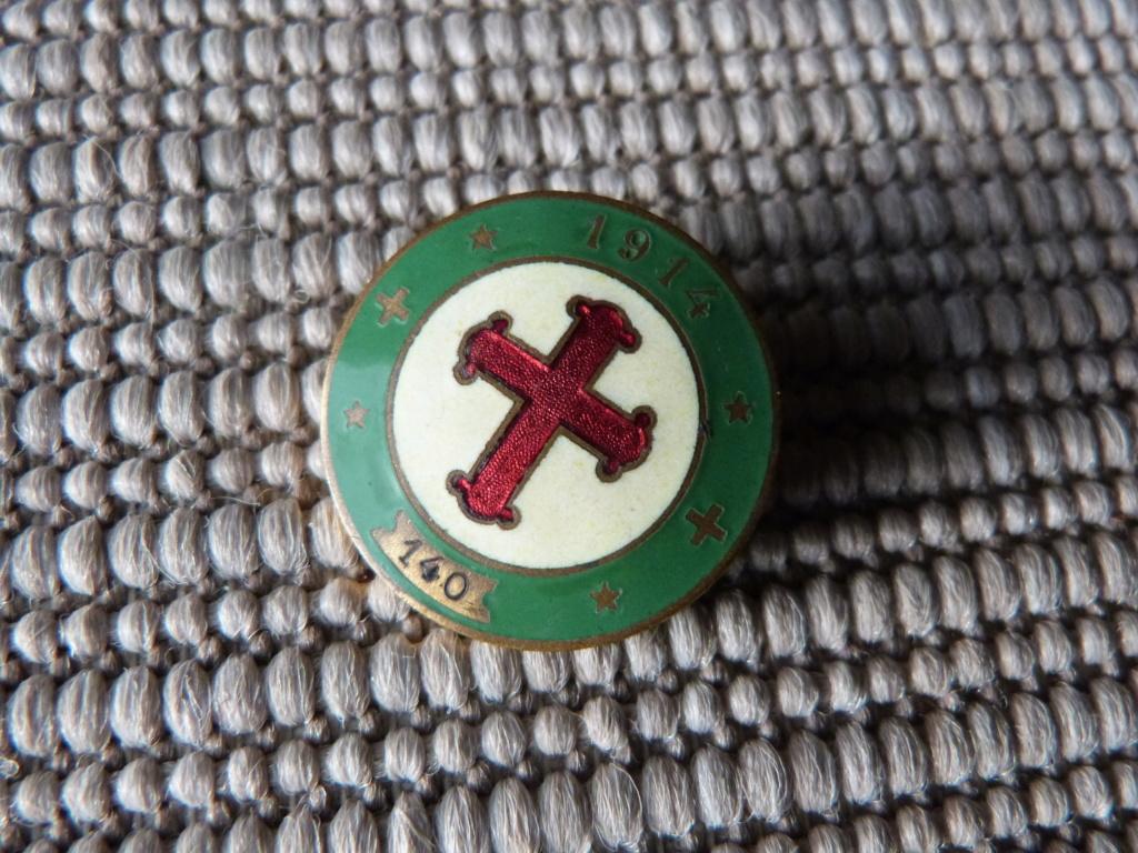 pour la fin et sous la pluie, de l'insigne et papier Legion Vichy P1080280