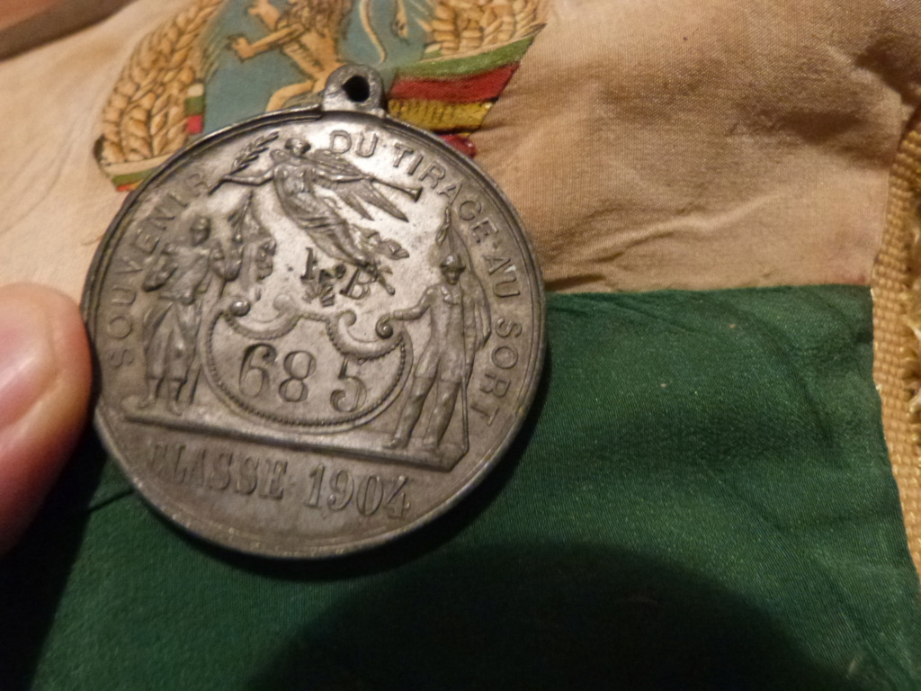 Album photo Maroc 1930, Couteau scout allemand, insignes , fanions ... P1080329