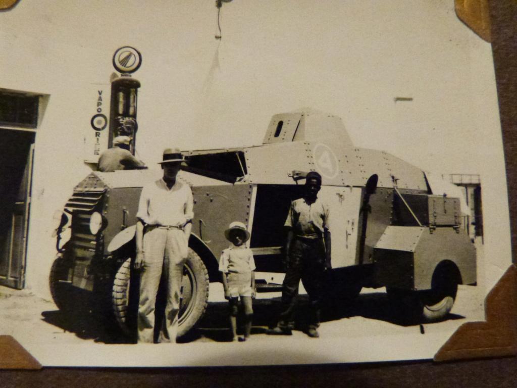 Album photo Maroc 1930, Couteau scout allemand, insignes , fanions ... P1080333