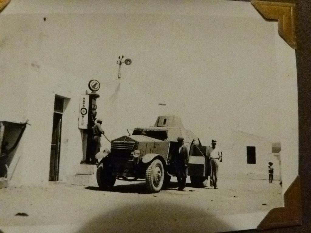 Album photo Maroc 1930, Couteau scout allemand, insignes , fanions ... P1080334
