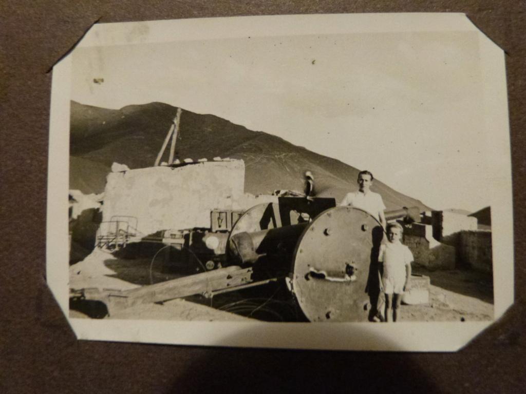 Album photo Maroc 1930, Couteau scout allemand, insignes , fanions ... P1080338