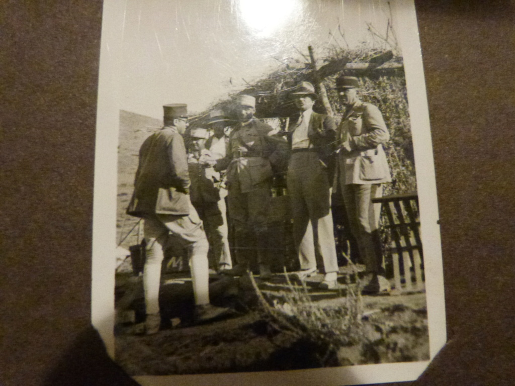 Album photo Maroc 1930, Couteau scout allemand, insignes , fanions ... P1080341