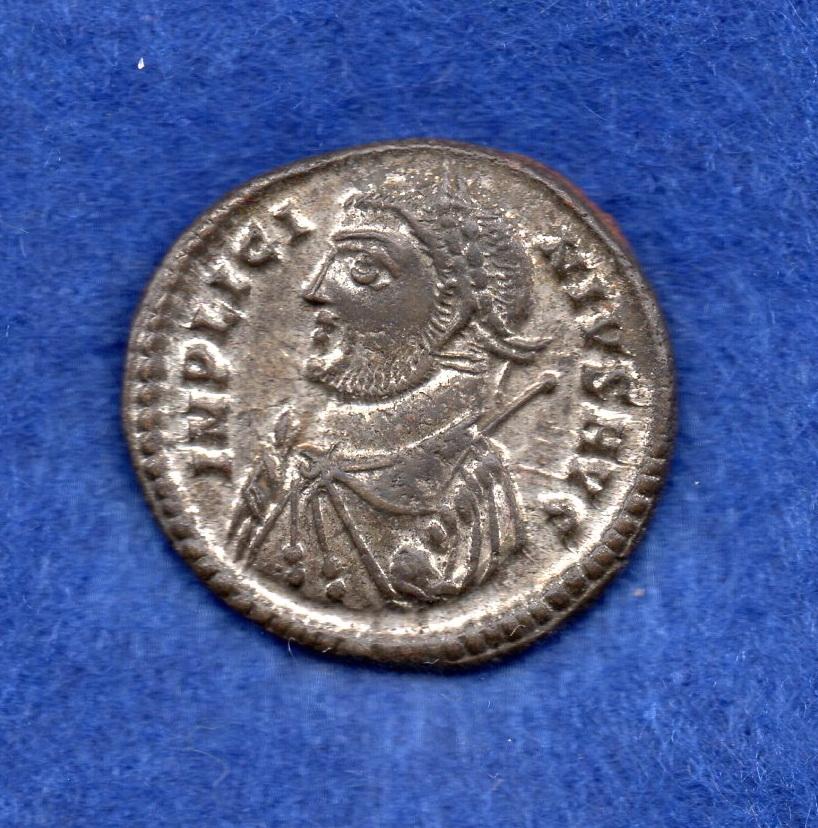 Nummus de Licinio I. PROVIDENTIAE AVGG. Puerta de campamento de tres torres. Heraclea. Rob_1114