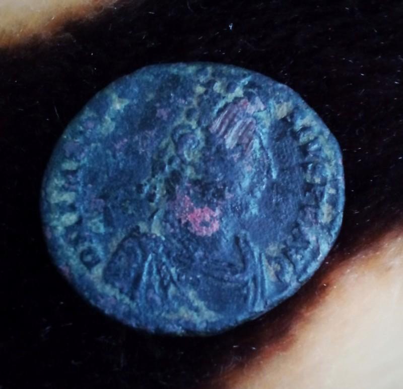 AE2 de Teodosio I. REPARATIO - REIPVB. Emperador estante de frente. Antioch. 20190812