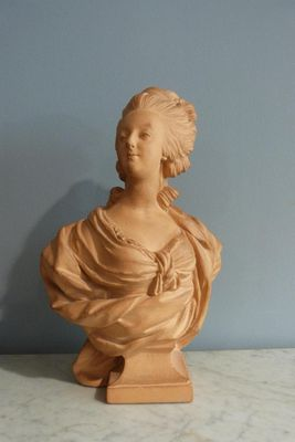 A vendre: bustes Marie Antoinette - Page 8 Zneige10