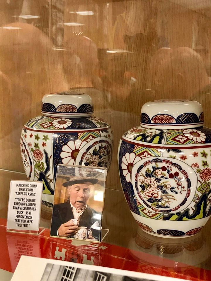 Only Fools and Horses! Can anybody ID these urns please?  Our_ur10