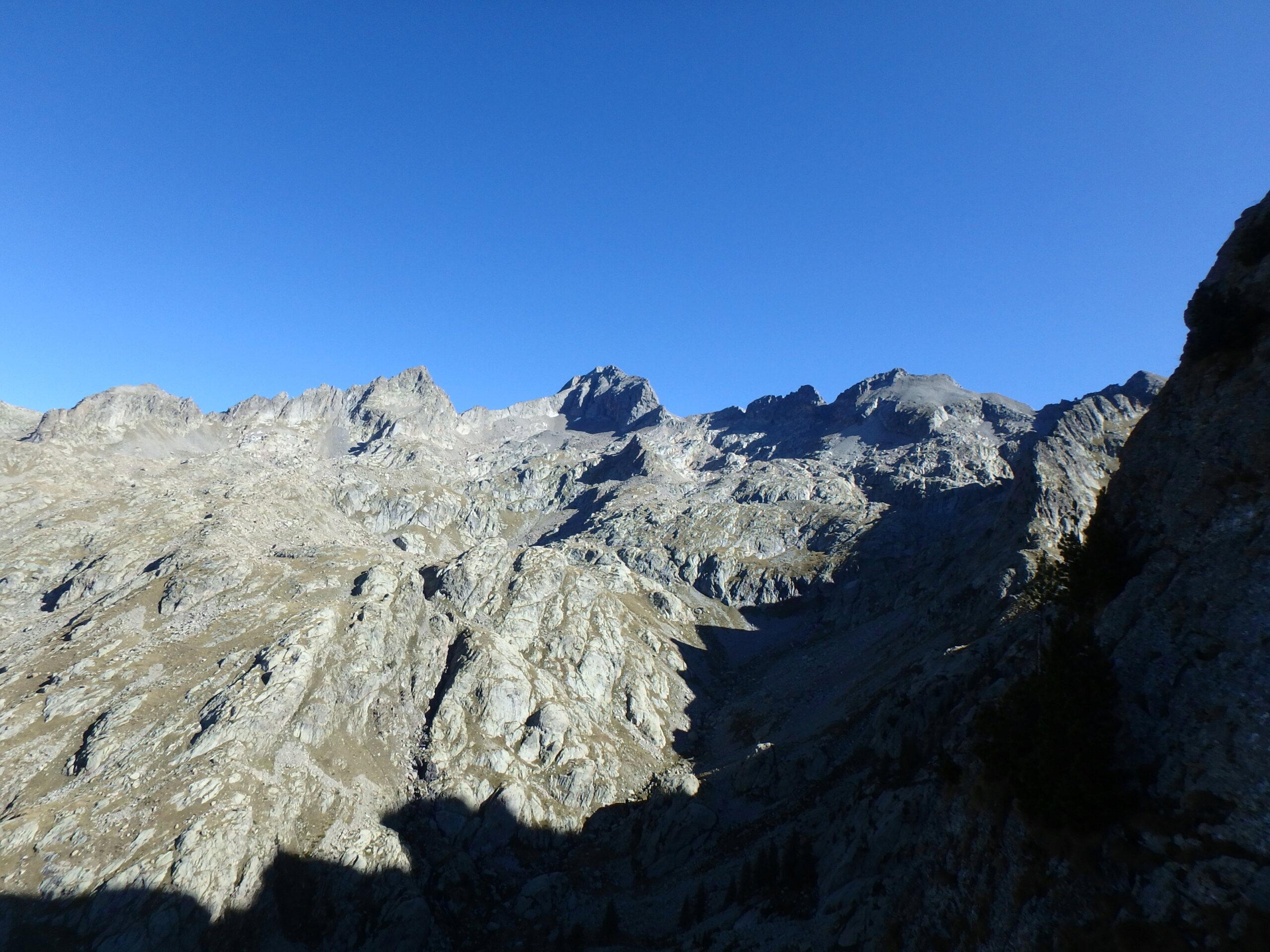 Une arrête de la fraicheur, au Grand Cayre de la Madone  P9260625