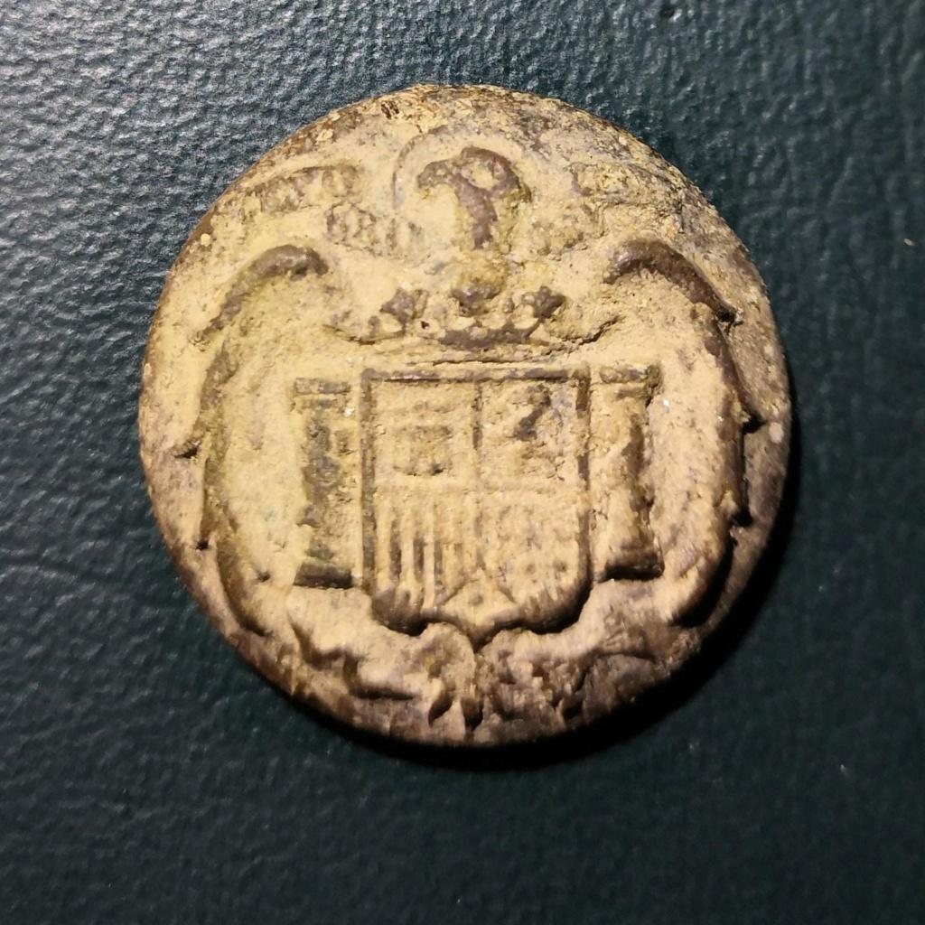 Boton Escudo de España, régimen de Franco (1938-1977) Whatsa89
