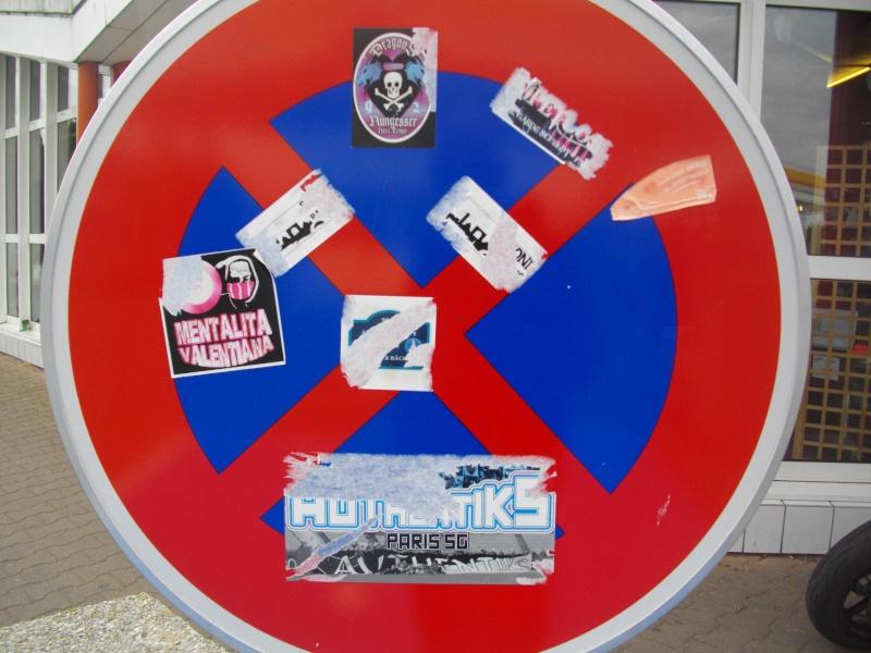 """Stickers """"Partout/Toujours"""" (Photos/débats) - Page 39 Imgp0322"""