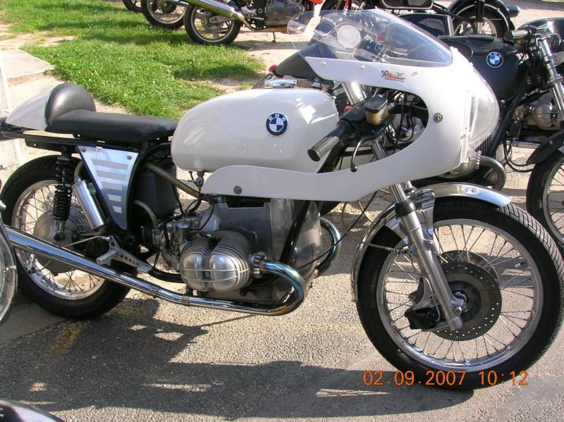 C'est ici qu'on met les bien molles....BMW Café Racer - Page 3 Dscn0712