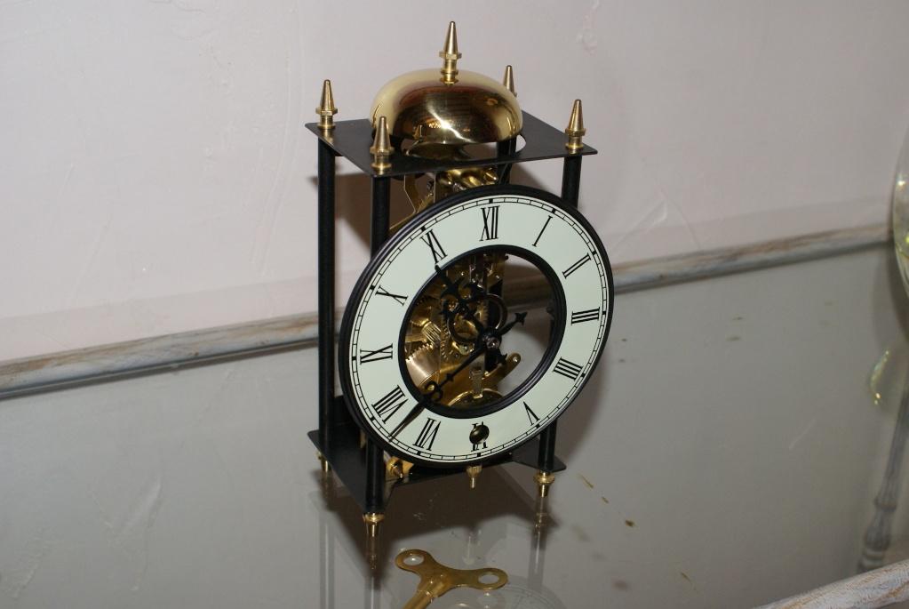 Une petite horloge rigolote ... Dsc08222
