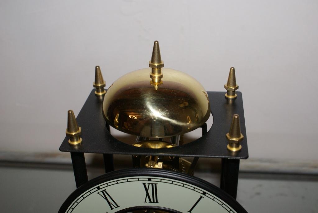 Une petite horloge rigolote ... Dsc08224
