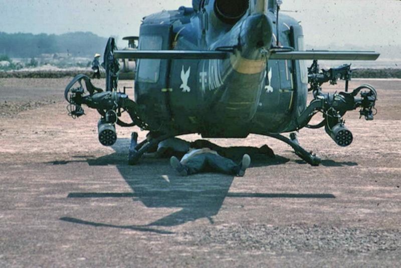 "Bell UH-1C ""Huey Hog"" GUNSHIP [1:48 - Monogram] Huey_r11"