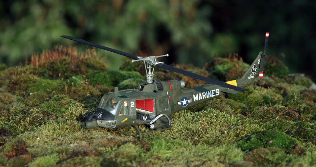 "Bell UH-1C ""Huey Hog"" GUNSHIP [1:48 - Monogram] Img_2710"