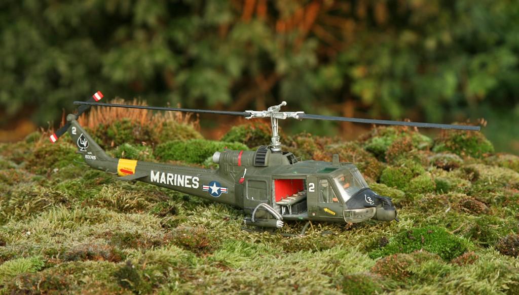 "Bell UH-1C ""Huey Hog"" GUNSHIP [1:48 - Monogram] Img_4311"