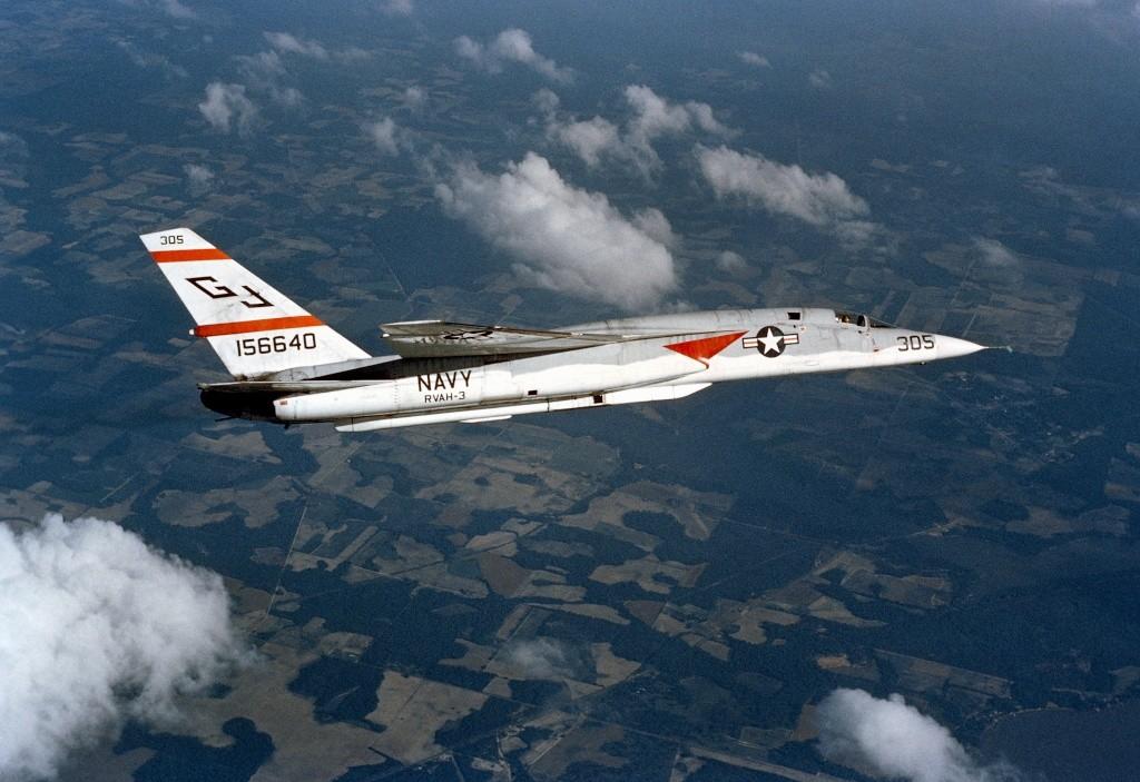 North American RA-5C 'Vigilante' - RVAH-14 1969 [1:72 - AIRFIX] Ra-5c_11