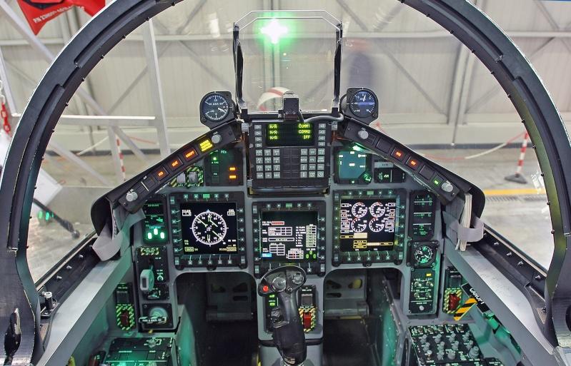 Aermacchi M-346 advanced jet trainer M-346_12