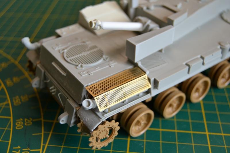 AMX-30 PLUTON -[Heller 81129] + [Terre-Model TM014] 1/35 - Page 2 Dsc_0342