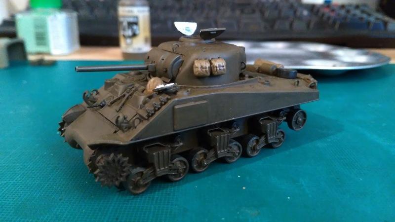 "La 2ème DB ""Jeep - GMC CCKW353 - Sherman M4a2""  [Heller 1/72] - Page 3 Img_2354"