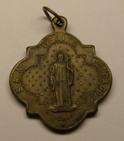 Medalla de Nª Sª de Montserrat- San Benito, finales de siglo XIX. Medall33