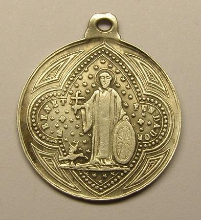 Medalla de Nª Sª de Montserrat- San Benito. Finales de siglo XIX o principios del XX. Medall35