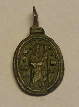 Medalla de Nª Sª de Montserrat y San Benito, siglo XVII. Montis11