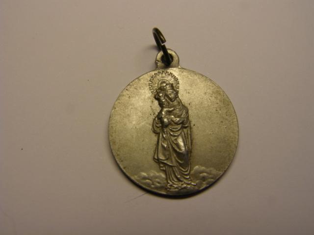 Medalla de la Mare de Deu de las Malaltias, Marsà, primera mitad siglo XX. (MAM) Tc_14_11