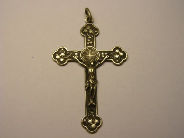 Curioso crucufijo con tetratriskel. Tc_21_10