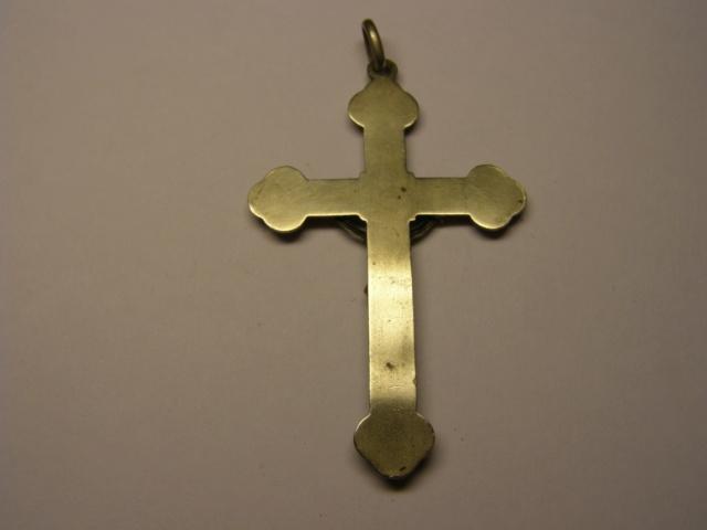 Curioso crucufijo con tetratriskel. Tc_21_11