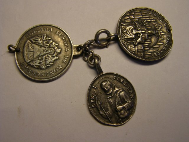 Curioso montaje de medallas. Tc_27_21