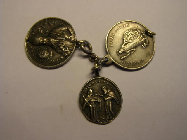 Curioso montaje de medallas. Tc_27_22