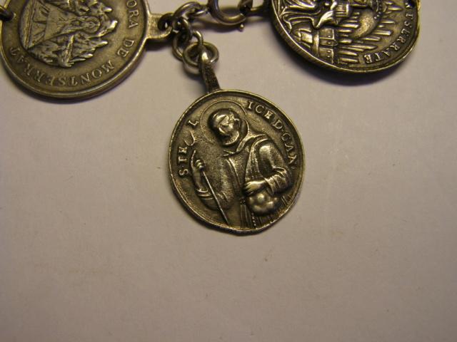 Curioso montaje de medallas. Tc_27_23