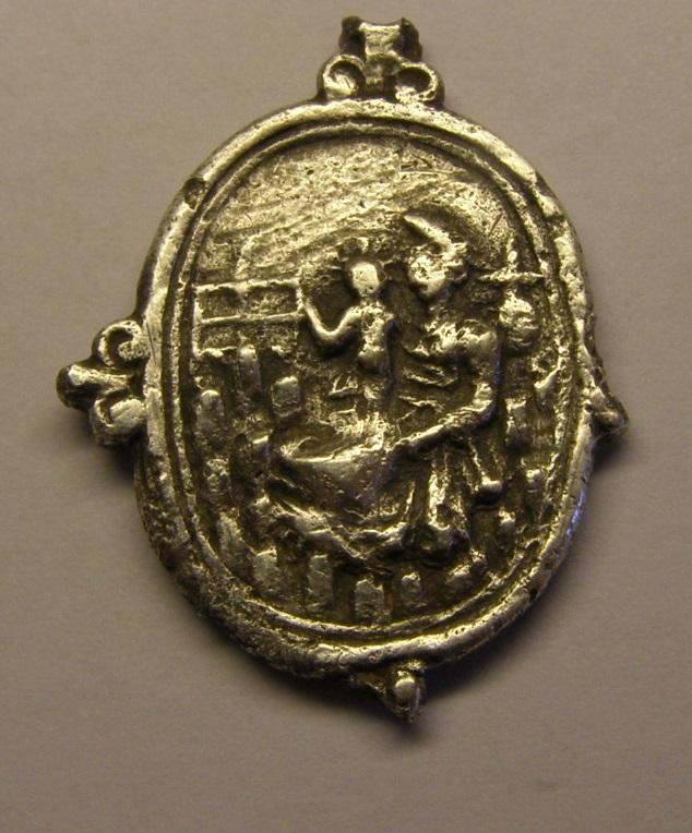 Medalla de Nª Sª de Montserrat y San Benito, siglo XVII. (PE) Tc_7_410