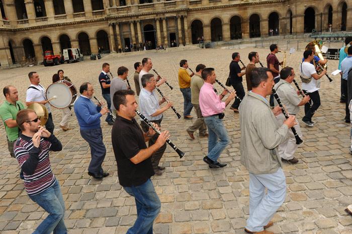 Festival International de musique militaire à Paris, le  19 - Page 2 17repe10
