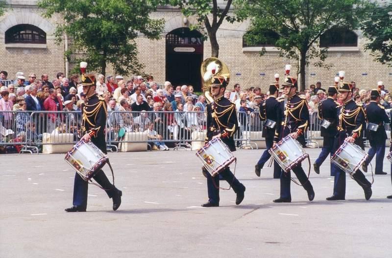 Jounée porte ouverte de la GARDE REPUBLICAINE 2003 Batter10