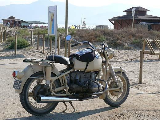 C'est ici qu'on met les bien molles....BMW Café Racer - Page 2 Untitl10
