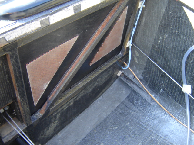 Bac de coffre et tableau de bord pour les VLA à cloison arrière verticale Dsc02414
