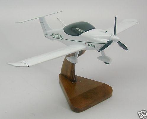 Cherche maquette ou modèle réduit de MCR-01 Maquet10