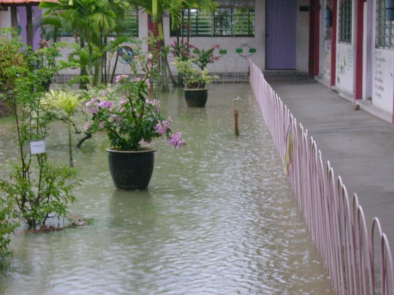 Gambar banjir di SMC -27feb08 Dsc03612