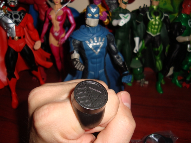 "The Blackest Night: ¿Ya tienen su anillo de ""Balck Lantern""? Dsc04926"