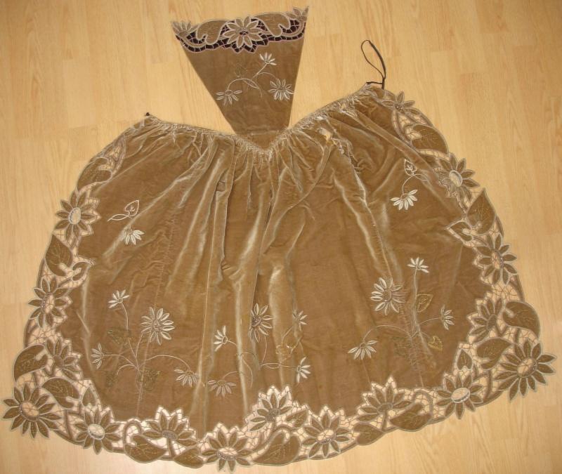 collecte costumes féminins - Page 7 Dsc07310