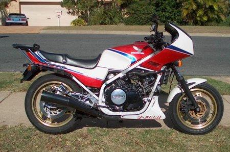 Que prendre comme nouvelle moto après une Deauville 650 ? Vf750f10