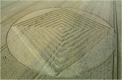 Crop circle de East Field, Nr Alton Barnes, Wiltshire. Le 14.07.09 000111