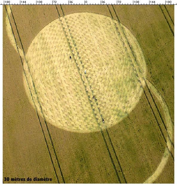 Crop circle de East Field, Nr Alton Barnes, Wiltshire. Le 14.07.09 00117