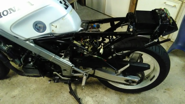 Projet VFR 750 F, 6X, NW6, RK - Page 2 Img_2054