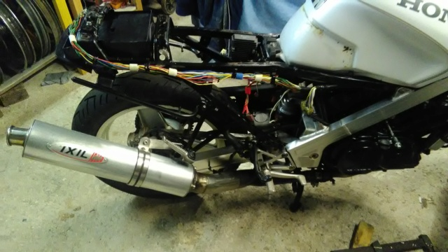 Projet VFR 750 F, 6X, NW6, RK - Page 2 Img_2055